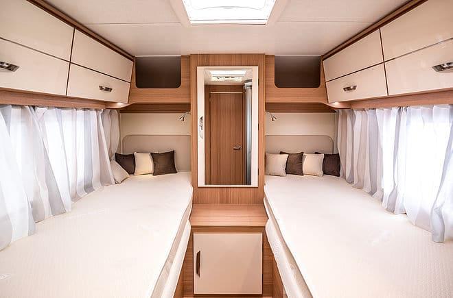 wohnmobil mieten mit hund katze reisemobil mit tier. Black Bedroom Furniture Sets. Home Design Ideas